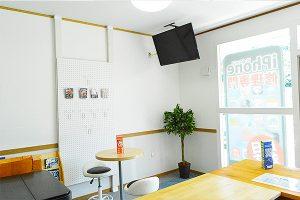 idock24古河店待合室
